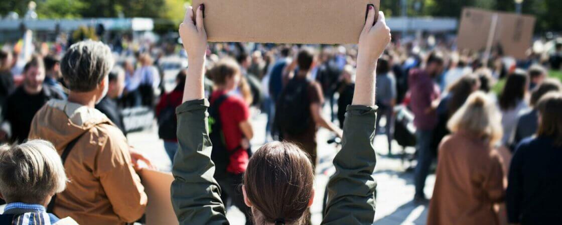 Demonstrující se domáhají ochrany svých základních lidských práv