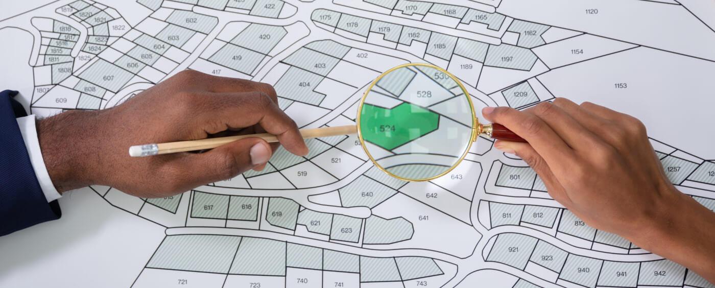 lupa na plánku katastru nemovitostí