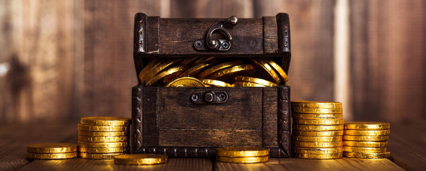 malá truhlička s mincemi