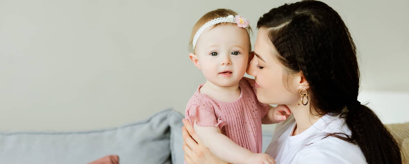 Matka s dcerkou, kterým vzniká nárok na náhradní výživné