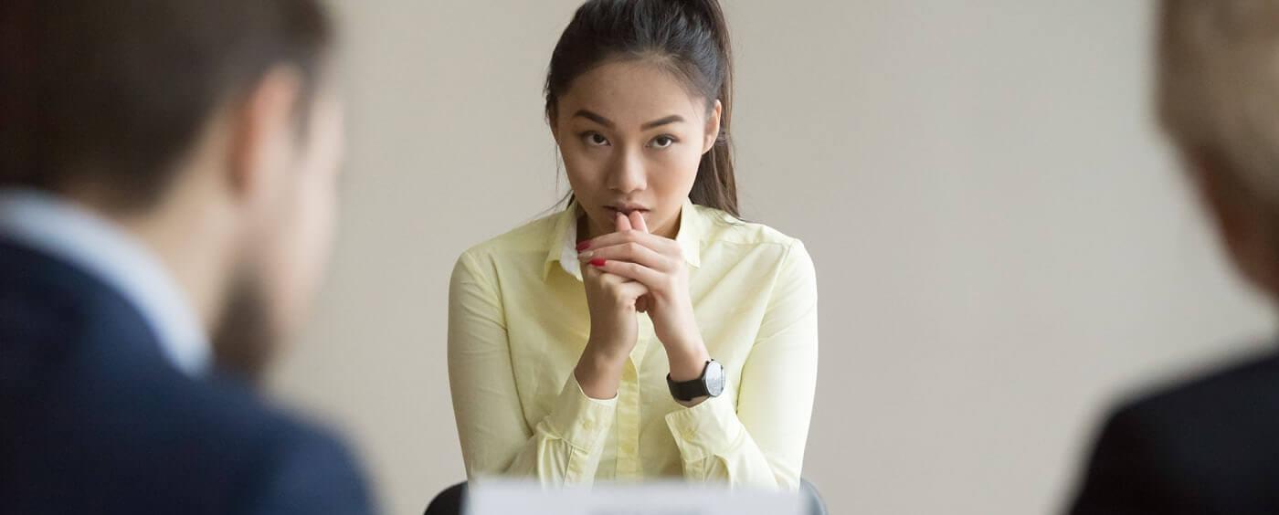 Mladá žena na pohovoru