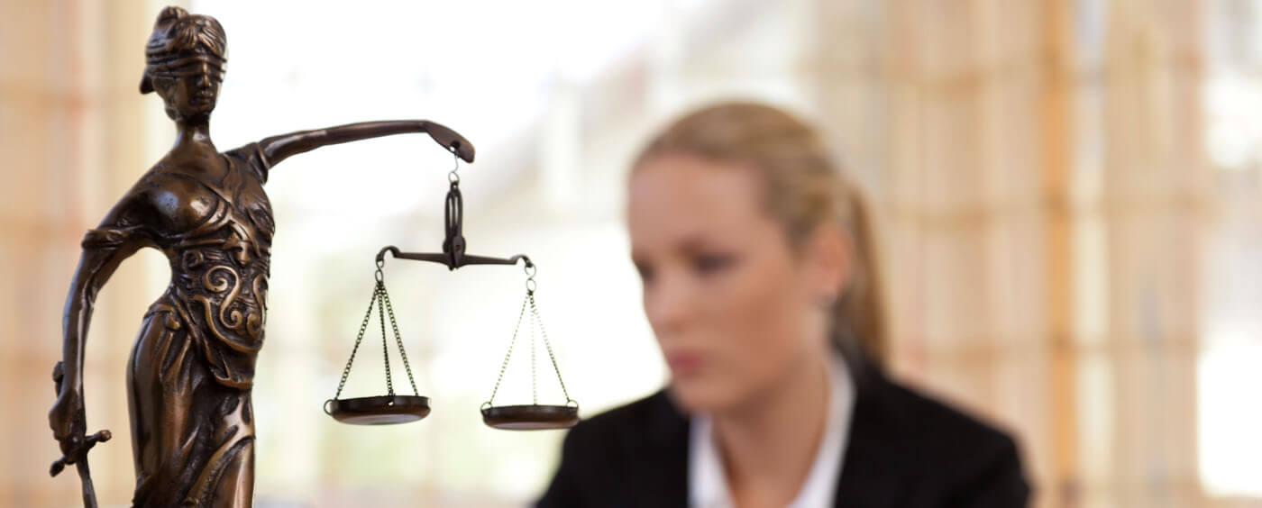 rozdil-mezi-pravnikem-koncipientem-a-advokatem.jpg
